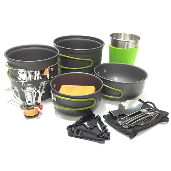 Набор для пикника с небьющейся посудой и другими полезными вещами