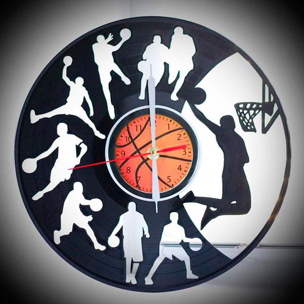 Эффектные настенные часы со спортивной тематикой