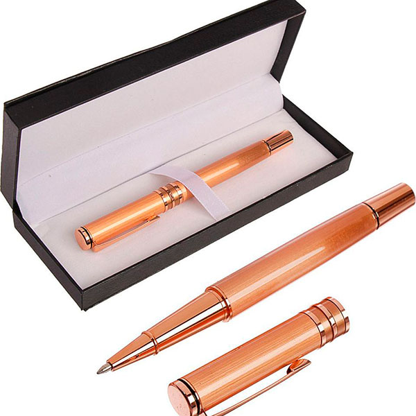 Брендовая ручка в футляре