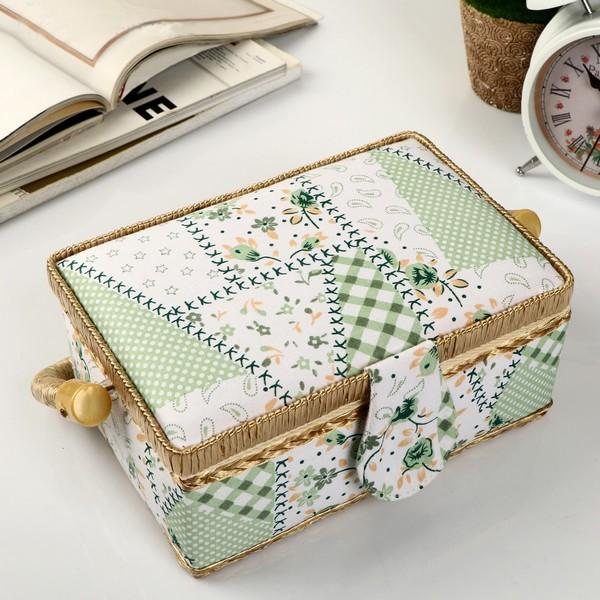Шкатулка для рукоделия – приятный презент для свекрови, которая любить шить или вязать