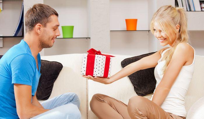 Список 60 недорогих подарков мужу на 23 февраля