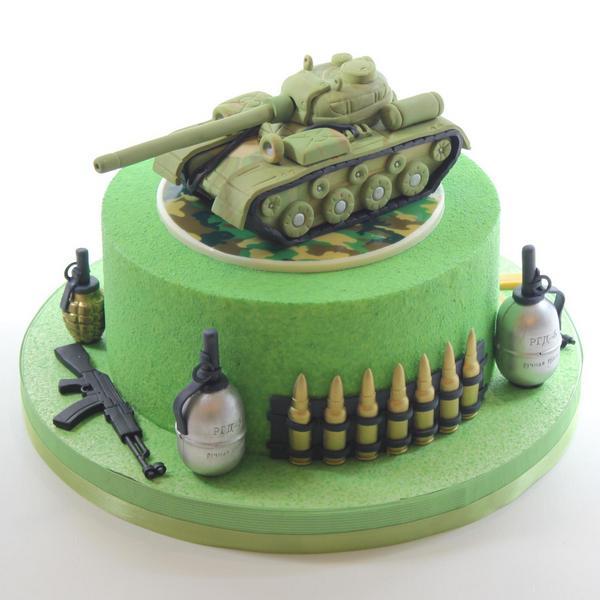 Праздничный торт в стиле милитари