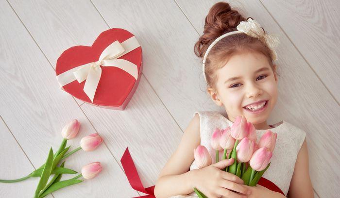 70 идей, что можно подарить дочке на 8 Марта