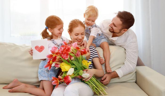 80 идей, что можно подарить жене на 8 Марта