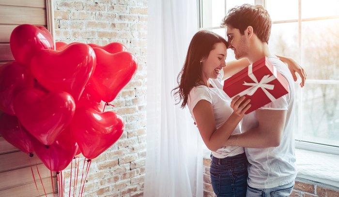 90 идей, что можно подарить любимой девушке на 8 Марта