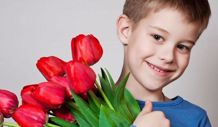 Что можно подарить бабушке на 8 марта от внука