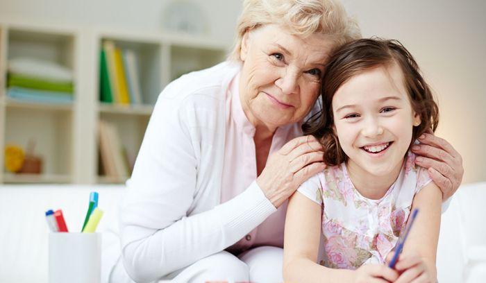 Что можно подарить внучке на 8 марта